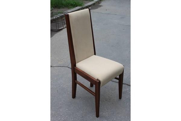 Stolička DM 28